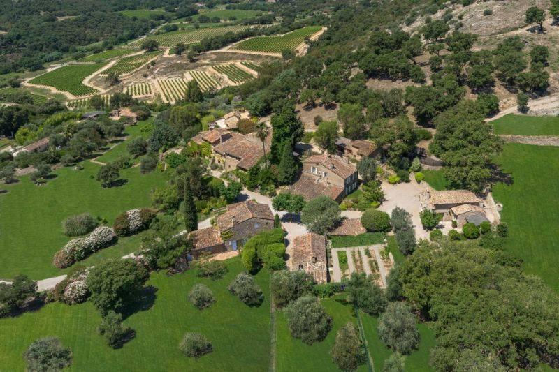 Джонни Депп снизил цену на свое французское поместье