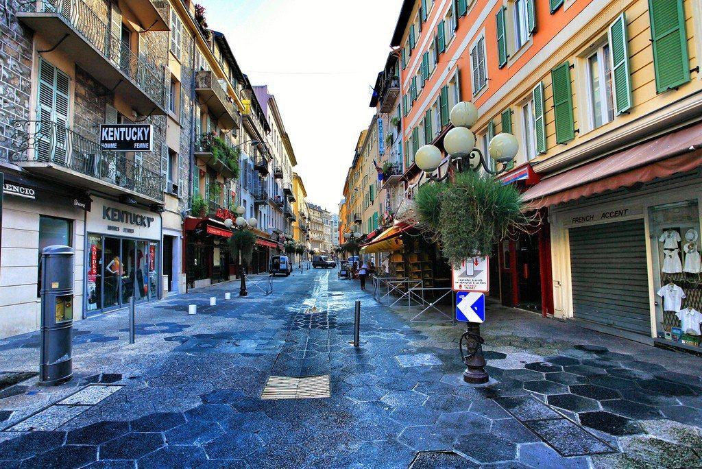 фотогеничный город Ницца на Лазурном Берегу во Франции